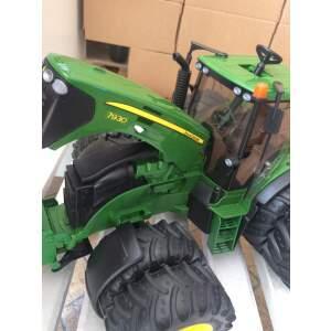 BRUDER žaislinis mini traktorius John Deere 7930 su dvigubomis padangomis, 03052