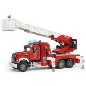BRUDER žaislinė gaisrinė mašina su pakeliamomis kopėčiomis ir tikra vandens  pompa, 02821